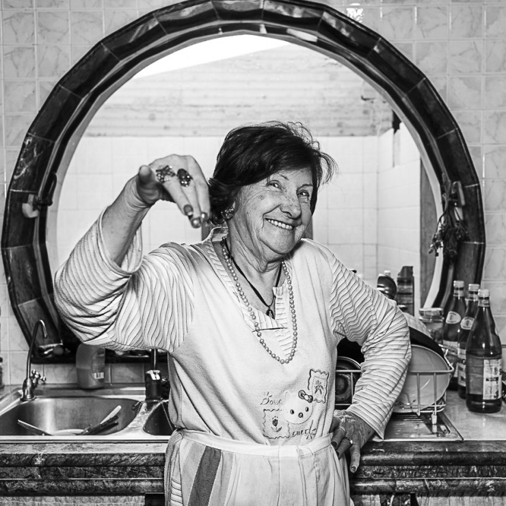 N'ha ffritte de pulpe, la frùsckue! - She has been frying enough pulps, what a tricky girl! She's been busy! - Mariannina, born in 1936